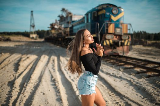 Photo free girls, brown haired, trains