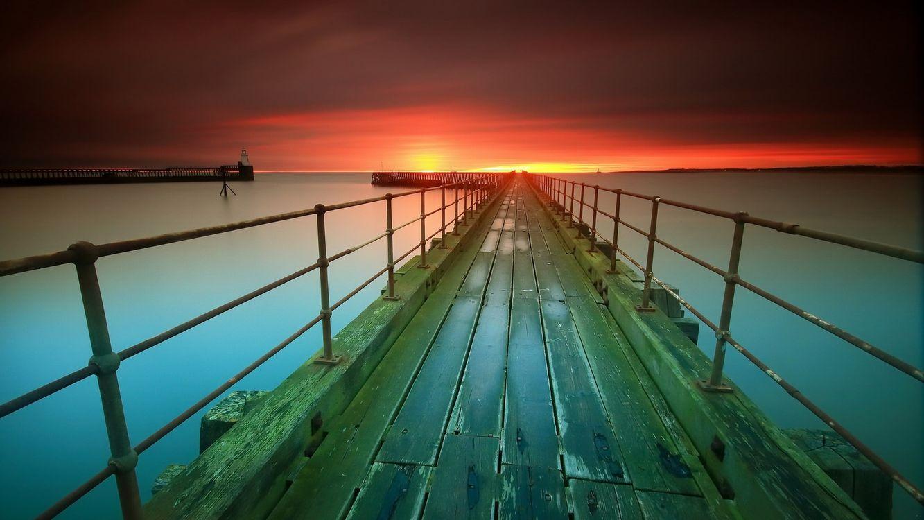 Деревянный пирс и закат солнца · бесплатное фото
