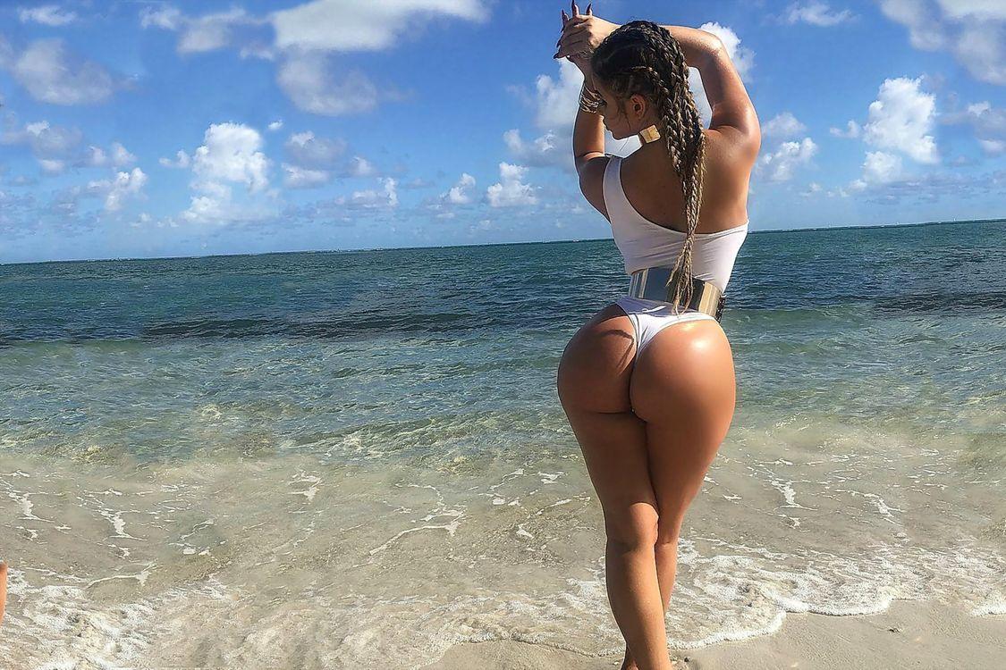 Фото самые огромные женские жопы, Голые жопы - порно фото с большими и огромными 19 фотография