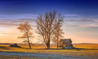 Бесплатные фото закат,поле,заброшенный дом,деревья,небо,пейзаж