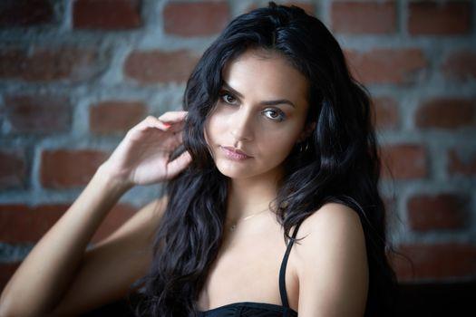 Photo free model, brunette, dark hair
