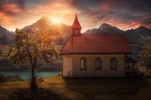 Обои Швейцария, часовня, дерево, горы, озеро, закат, пейзаж