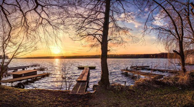 Бесплатные фото закат,озеро,деревья,причал,пейзаж