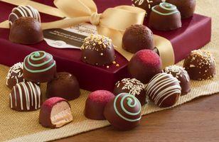 Фото бесплатно лента, box, gift, ribbon, chocolate
