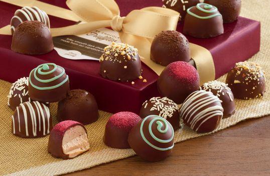 Бесплатные фото лента,box,gift,ribbon,chocolate