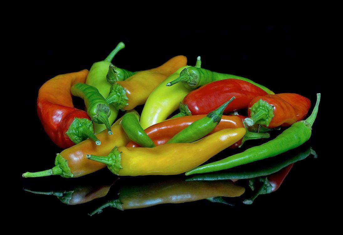 Обои перец, овощи, чёрный фон, еда на телефон | картинки еда