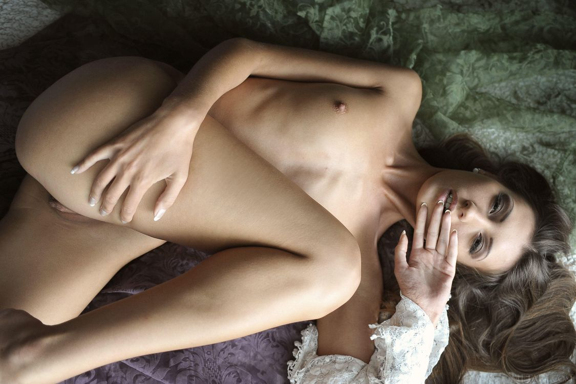 Free photo Emilia sky, beauty, naked - to desktop