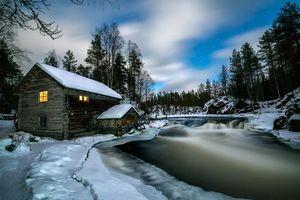 Фото бесплатно Лапландия, зима, река, домик, деревья, пейзаж