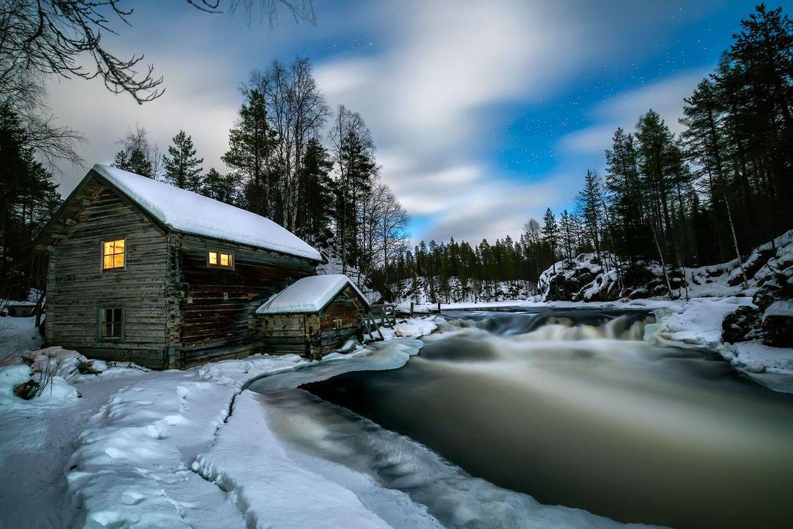 Фото бесплатно Лапландия, зима, река, домик, деревья, пейзаж, пейзажи