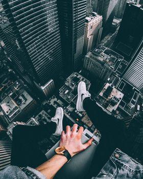 Бесплатные фото ноги,крыша,высота,feet,roof,height