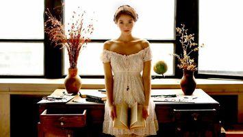 Бесплатные фото модель,красивая,детка,блондинка,голубые глаза,русский,платье