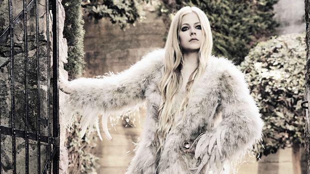 Photo free Avril Lavinge, fur coat, singer
