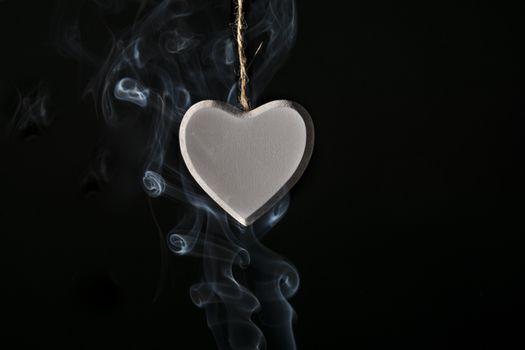 Медальон сердечко в дыму