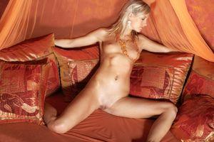 Бесплатные фото Kate J,модель,красотка,голая,голая девушка,обнаженная девушка,позы