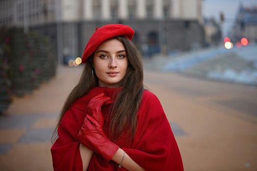 Фото бесплатно молодая женщина, перчатки, берет