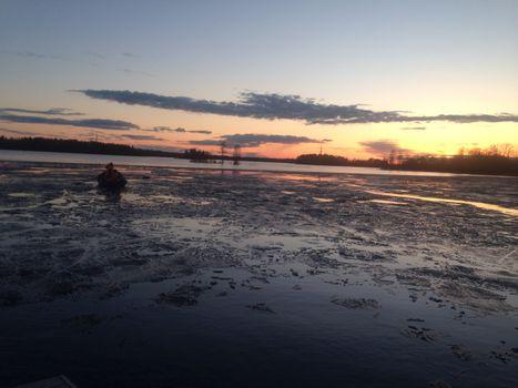 Бесплатные фото Приозерск,Вуокса,лодка,лед,берег,закат