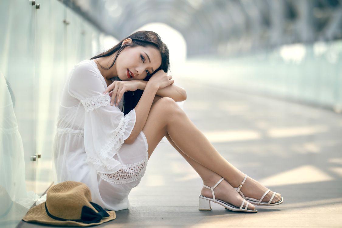 Фото молодая женщина колготки брюнетка - бесплатные картинки на Fonwall