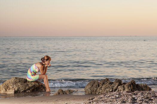 Photo free woman, sea, sunrises and sunsets