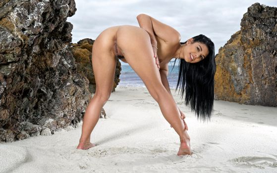 Photo free gina valentina, brunette, beach
