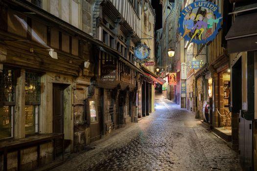 Бесплатные фото Франция,Нормандия,Главная улица в Мон-Сен-Мишель