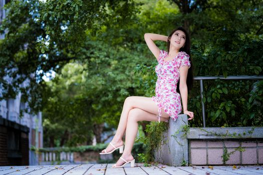Photo free young woman, legs, asian