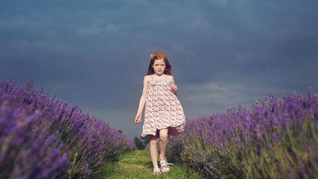 Photo free girl, child, grass