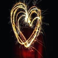Сердечко из бенгальских свечей