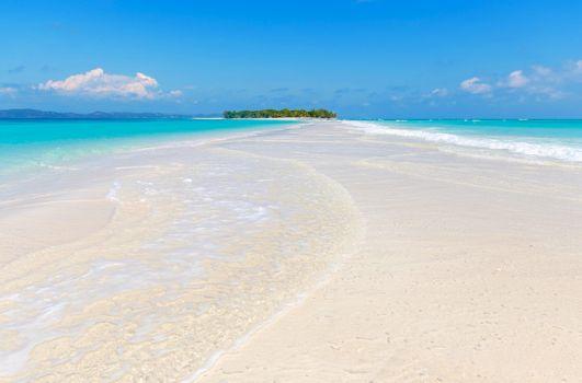 Телефон на пляж, море качественные обои