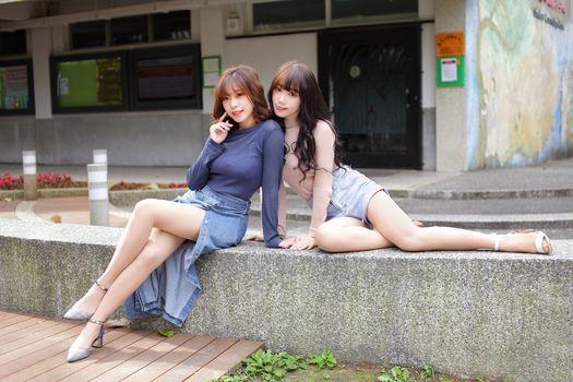 Фото бесплатно настоящие девушки, две девушки, взгляд