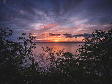 Фото бесплатно озеро, закат, волны