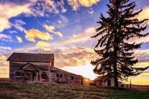 Бесплатные фото поле,холм,дом,руины,закат,дерево,пейзаж