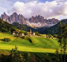Обои Италия, Санта-Маддалена, горы, поля, холмы, Альпы, пейзаж
