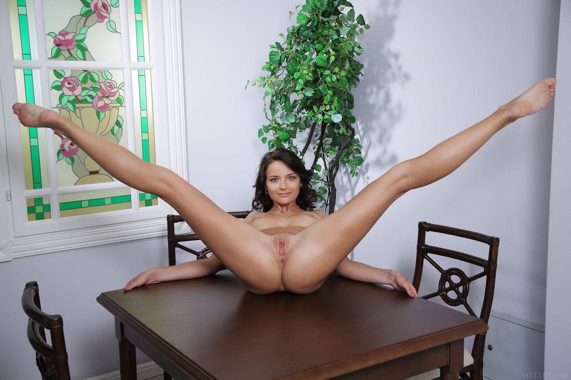 фото голые девки широко разводят ноги - 7