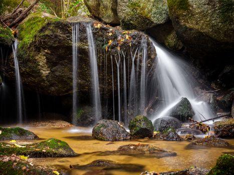 Фото бесплатно осенние листья, камни, скалы