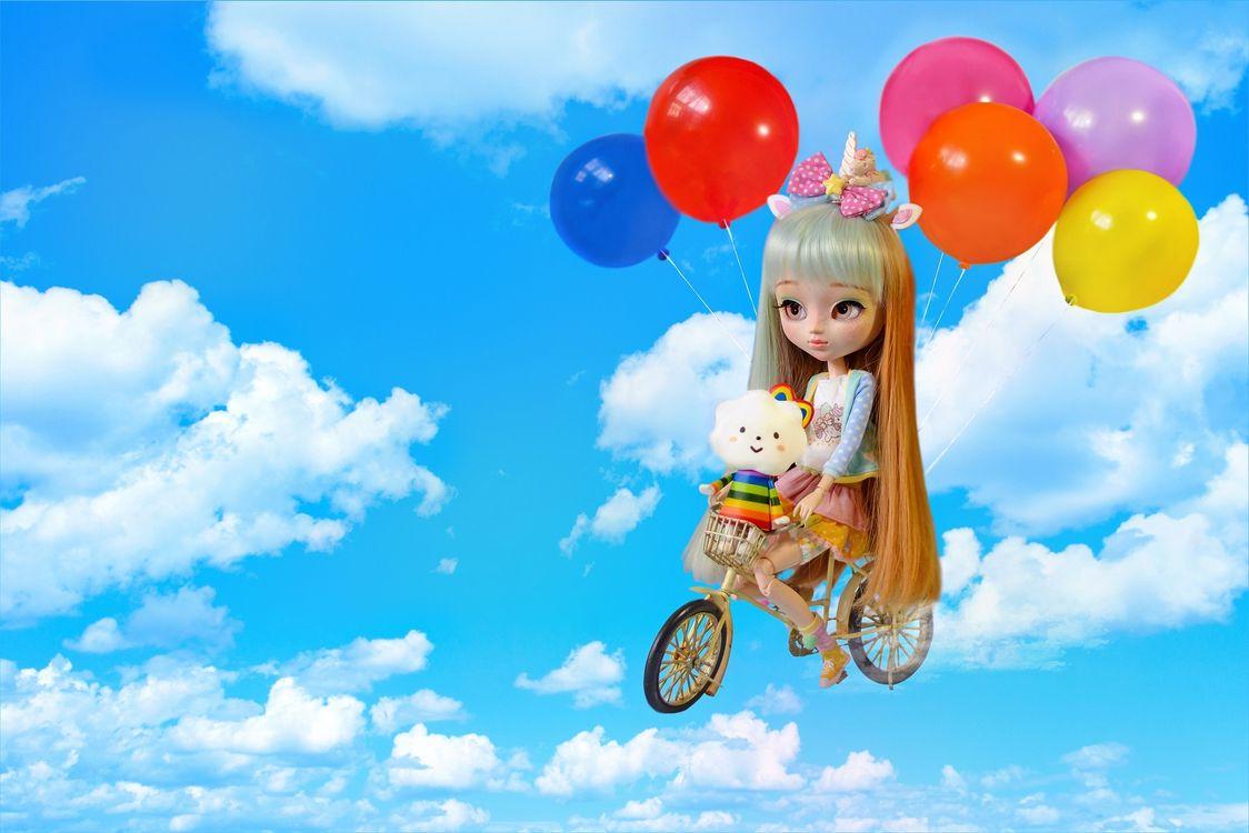 Обои кукла, игрушка, небо, шары на телефон | картинки разное - скачать