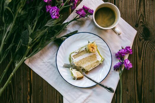 Фото бесплатно кофе, пурпурные цветы, торт из обоев
