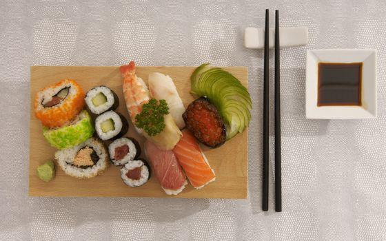 Фото бесплатно суши, рис, соевый соус