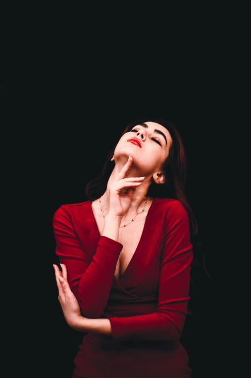 Фото платье фотопортрет поющий - бесплатные картинки на Fonwall
