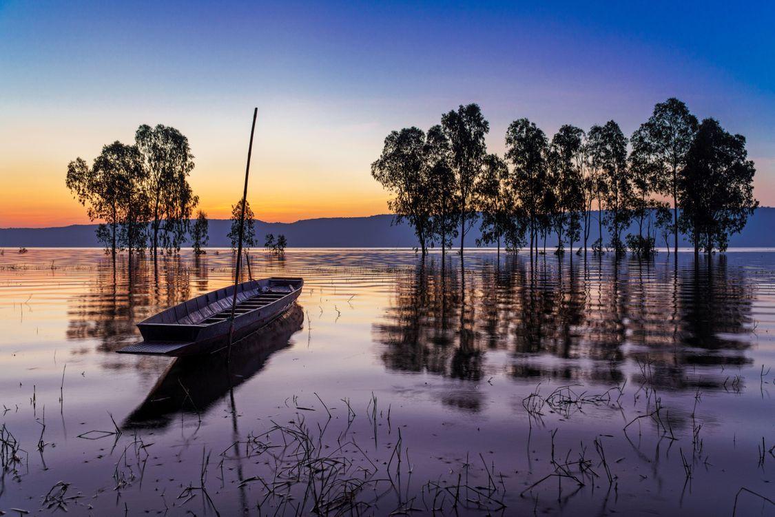 Фото бесплатно закат, озеро, деревья, лодка, пейзаж, пейзажи