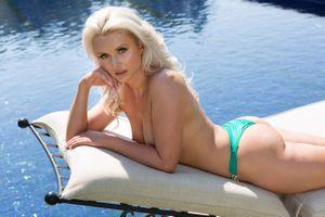Бесплатные фото veronika skylee,блондинка,сексуальная девушка,взрослая модель,сиськи,загорелые,пул