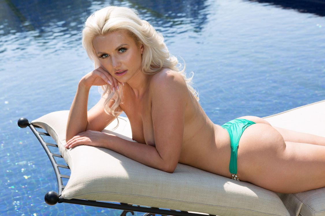 Фото бесплатно veronika skylee, блондинка, сексуальная девушка, взрослая модель, сиськи, загорелые, пул, топлесс, задница, blonde, sexy girl, adult model, tits, tanned, pool, эротика