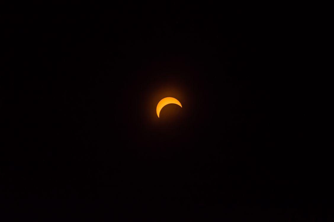 Фото бесплатно луна, темный фон, полумесяц, moon, dark background, crescent moon, пейзажи