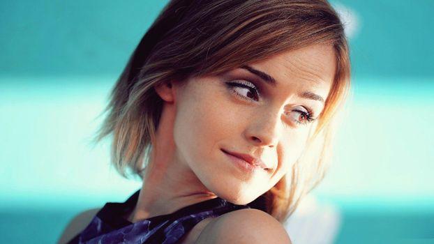 Photo free Emma Watson, young, turned around
