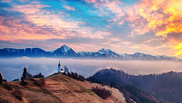 Photo free mountain view, Slovenia the landscape, Jamnik Church