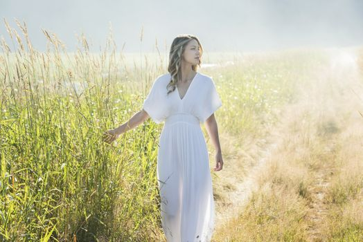 Photo free melissa benoist, white dress, field