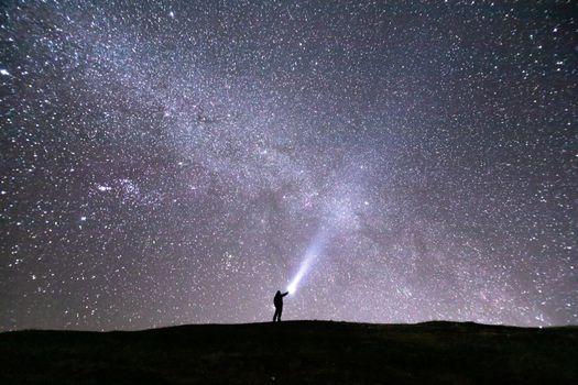 Фото бесплатно Звездная ночь, одинокий человек, ходить