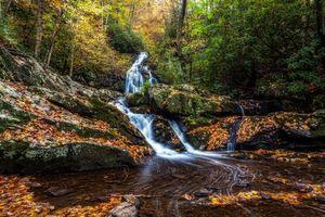 Обои Smoky Mountains National Park, Грейт Смоки Маунтинс Парк, штат Теннесси, осень, лес, водопад, скалы, деревья, пейзаж