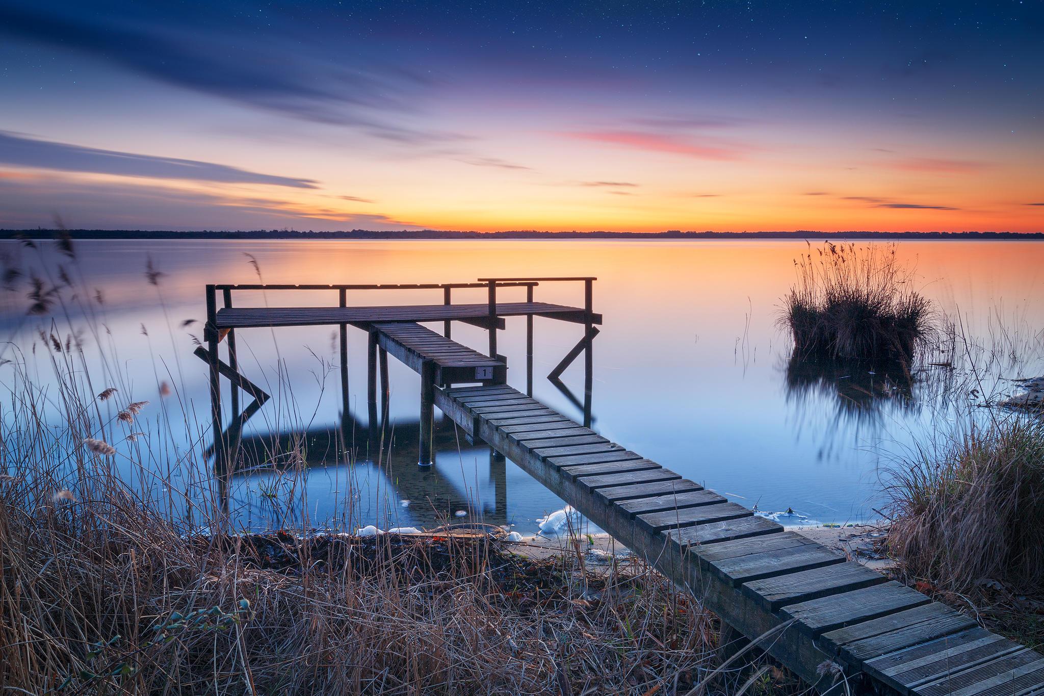 Обои закат, озеро, причал, пейзаж