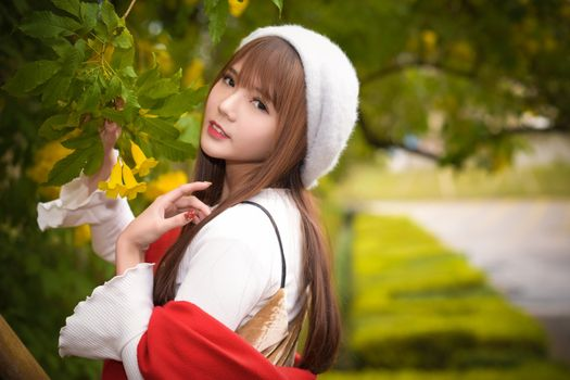 Photo free young woman, foliage, brown haired