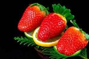 Бесплатные фото клубника,лайм,лимон,чёрный фон,еда,ягоды